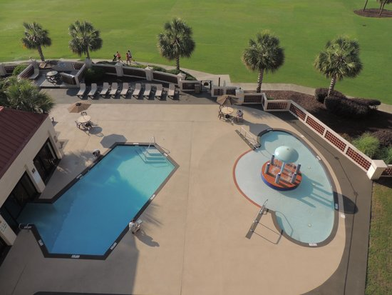 DoubleTree Resort by Hilton Myrtle Beach Oceanfront : Pool directly under our room.