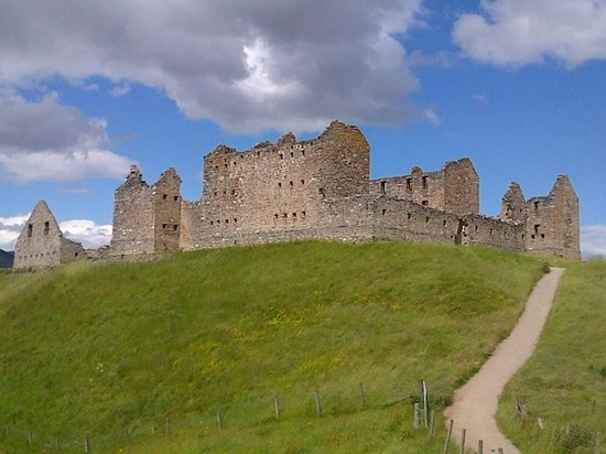 Ruthven Barracks: Atop the hillock, a reminder of turbulent times