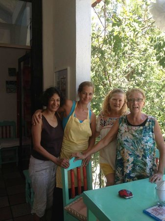 Cafe Juanita : amigas at Juanitas with Jane herself ... she always finds time to make it a personal experience.
