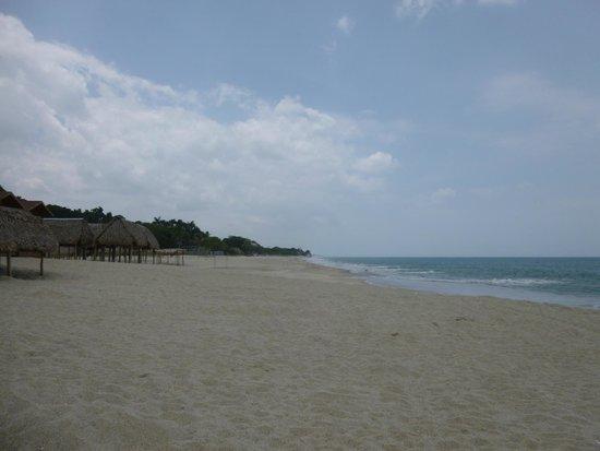 Playa Santa Clara: Looking left from the restaurant
