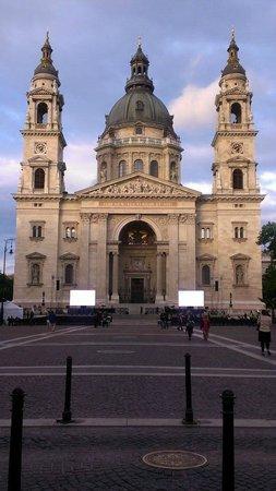 Hungarian State Opera House (Magyar Allami Operahaz) : St Stephans Basilica kyrkan