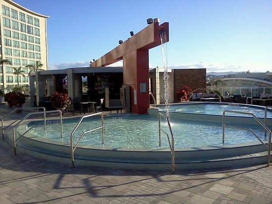 Sheraton Puerto Rico Hotel & Casino: Hot tub and wading pool with waterfall