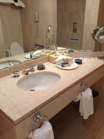 Metropolitan Hotel Vancouver : Bathroom Rm 1106