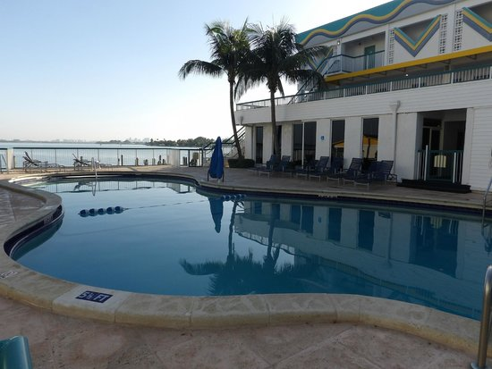 Best Western On The Bay Inn & Marina: piscina agradavel