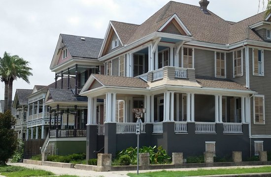 East End Historic District: This looks to be built in the 1910's or 1920's.