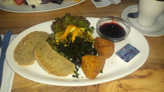 Restaurant Puk : Deep fried camembert cheese with blackcurrant jam