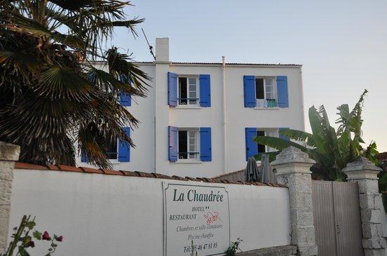 Hotel Restaurant La Chaudree : L'hôtel vu de derrière (quand on rentre de la plage).