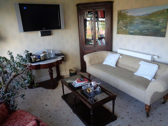 Lynnfield Hotel: Our private sitting room