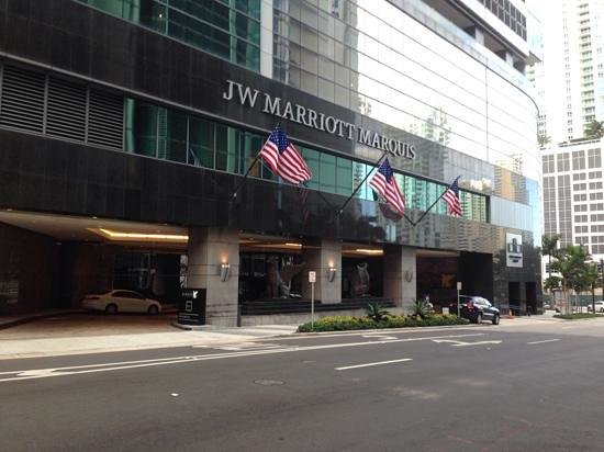 JW Marriott Marquis Miami: Hotel Entrance