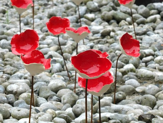 Museo del Tapiz de Bayeux: Poppy display outside the museum