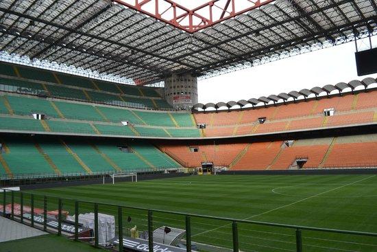 Stadio Giuseppe Meazza (San Siro) : Трибуны