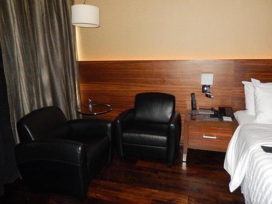 Le Meridien New Delhi: Habitación