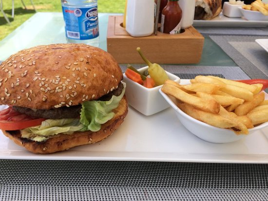 Hilton Alexandria Corniche: Yummy snack at the beach ��