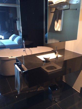 Key Hotel: Köşe Superior Oda Banyosu