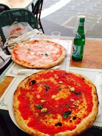 Pizzeria Trianon: Marinara e margherita: enormi ed enormemente buone!