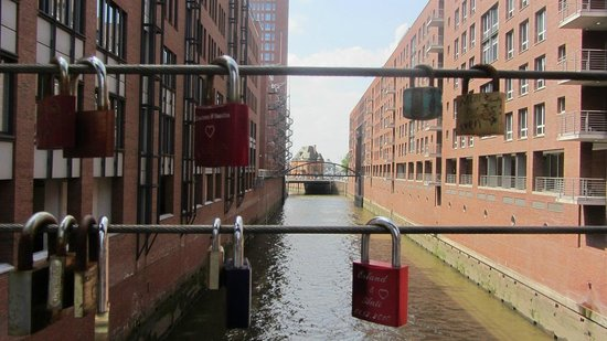 SANDEMANs NEW Europe - Hamburg: just like paris but we a twist...keep the key...just in case!!! ;-)