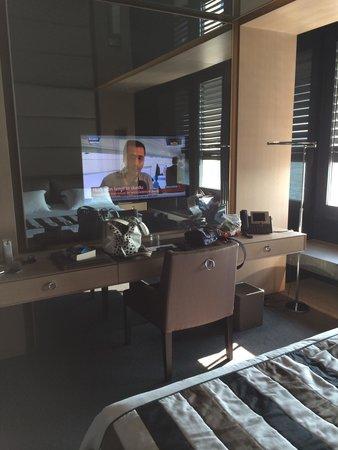 Key Hotel: Superior Room Bedromm TV