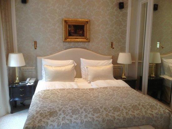 Hotel Sacher Wien: Bett