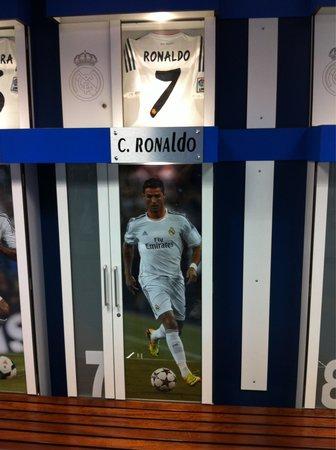 Stadio Santiago Bernabeu : Shot of the big man's locker