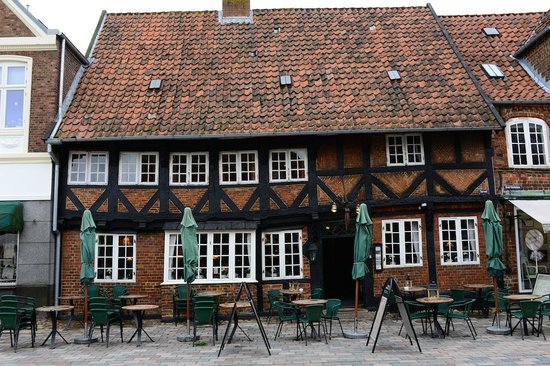 Friendly Facade - Picture of Weis Stue Restaurant, Ribe - TripAdvisor