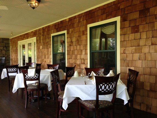The Inn at Thorn Hill & Spa: Outside dining
