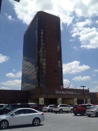 DoubleTree by Hilton Hotel Dallas - Campbell Centre: Front of Hotel