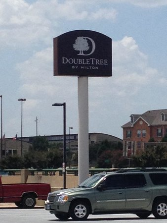 DoubleTree by Hilton Hotel Dallas - Campbell Centre : Sign