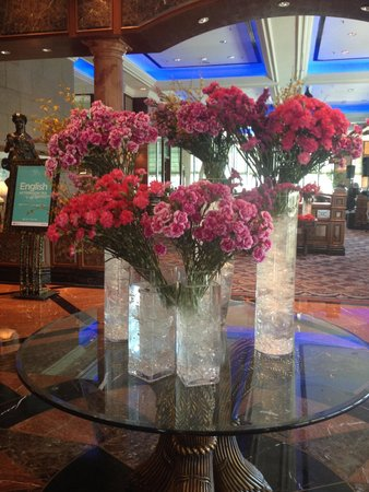 Sunway Resort Hotel & Spa: The lobby full of jasmine flowers and it smells fabulous ��