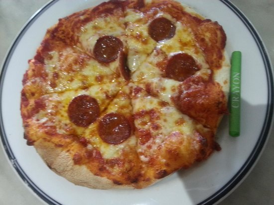 Pizza Margherita: Child's pizza (with a crayon for context!)