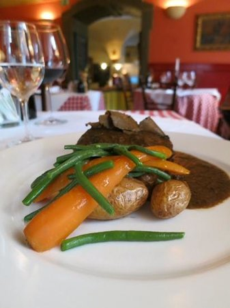 Spajza: Region specialty - horse meat, truffles with beans