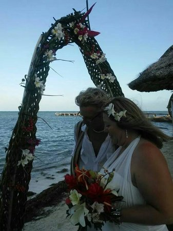 Mata Rocks Resort : We renewed our vows for our 20th anniversary and the fabulous staff at Mata Rocks took care of e