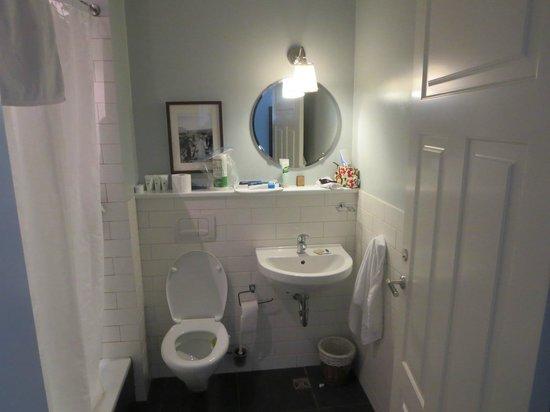 Reykjavik Residence Hotel : Bath