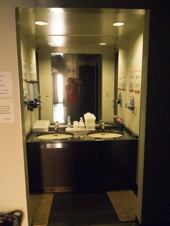Kimi Ryokan : Wash Basins On Each Floor