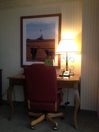 DoubleTree by Hilton Hotel Dallas - Campbell Centre: Desk Area