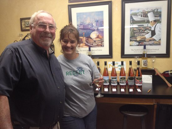 Lake Road Winery LLC: Lake Road Winery is awesome!!!