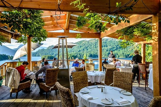 West Coast Wilderness Lodge : One of the dinning decks