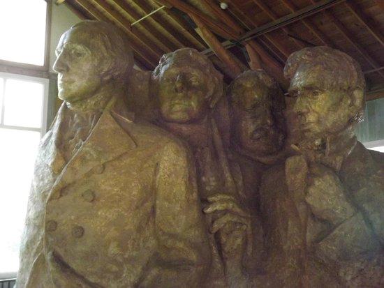 Mount Rushmore National Memorial : Inside the sculptors studio