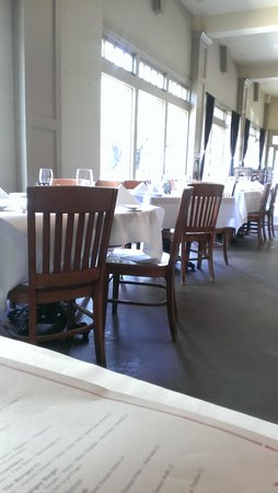The Marigny Brasserie : white table cloths.