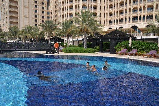 Waldorf Astoria Ras Al Khaimah: more views of same pool