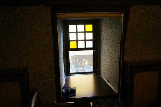 Stone Hotel : Окно в номере - мы с детьми в восторге, очень аунтично