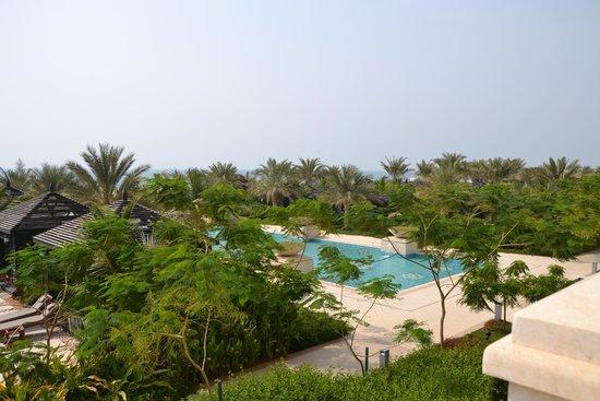 Waldorf Astoria Ras Al Khaimah: reflective pool