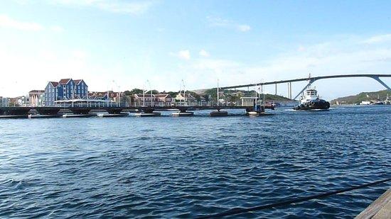 Queen Emma Pontoon Bridge: making way for the tug