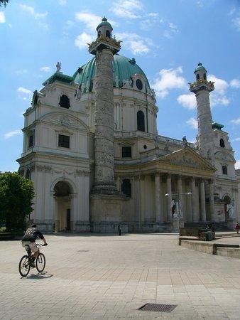 Karlskirche: esterno