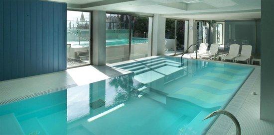 Piscina talassoterapica interna a 35 con idromassaggi picture of hotel caravelle spa diano - Hotel corvara con piscina interna ...