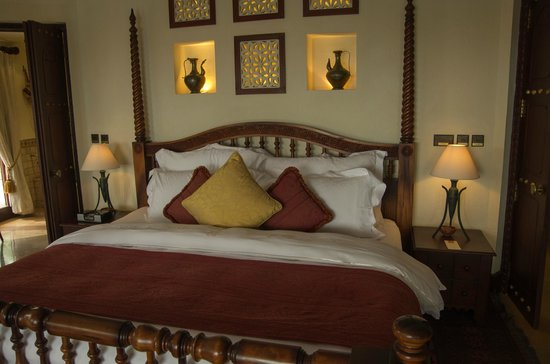 Al Maha, A Luxury Collection Desert Resort & Spa: Interior of the room