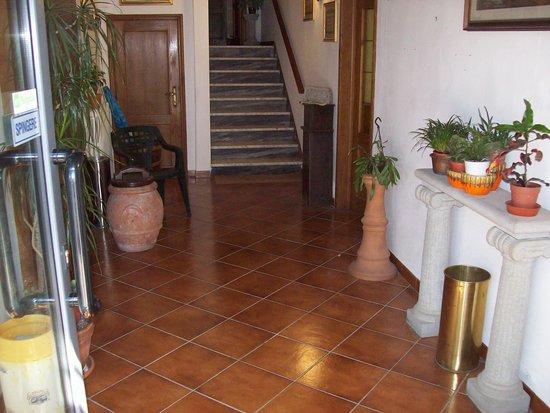 Albergo Ristorante Gualtieri : Vista Ingresso Hotel % Ristorante