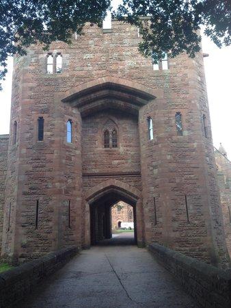 Peckforton Castle: Gate house