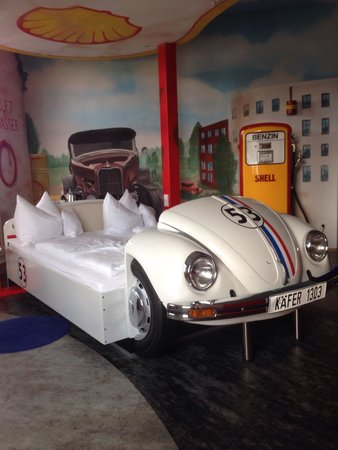 Boblingen, Jerman: From the 'Stankstelle' themed room.