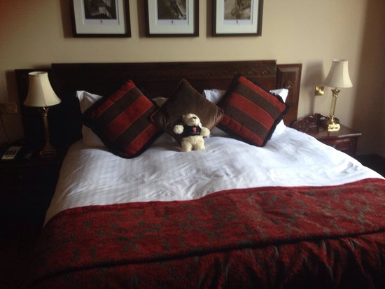 Peckforton Castle: Big comfy bed