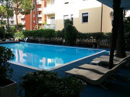 Hotel Sorriso : Бассейн